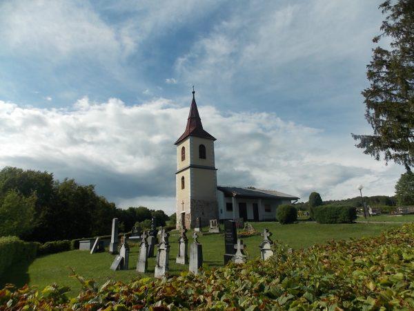 Pokopališče ob cerkvi
